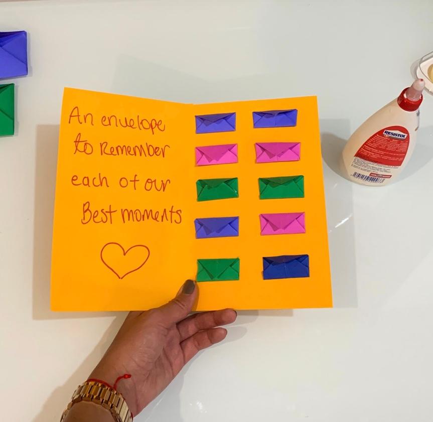 A great idea, learn how to make an envelope card / Una gran idea, aprende como hacer una carta desobres