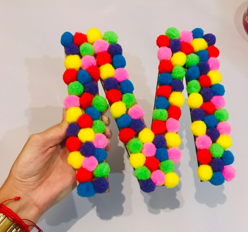 How to make pom pom letters / Aprende a hacer letras con pompones