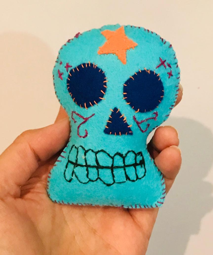 Make a mexican felt skull / Haz una calavera mexicana defieltro