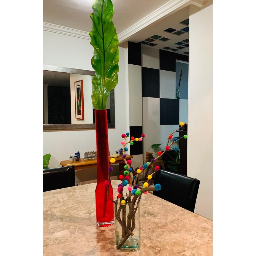 Home Decor with pom pom branches / Decoración con ramas depompon