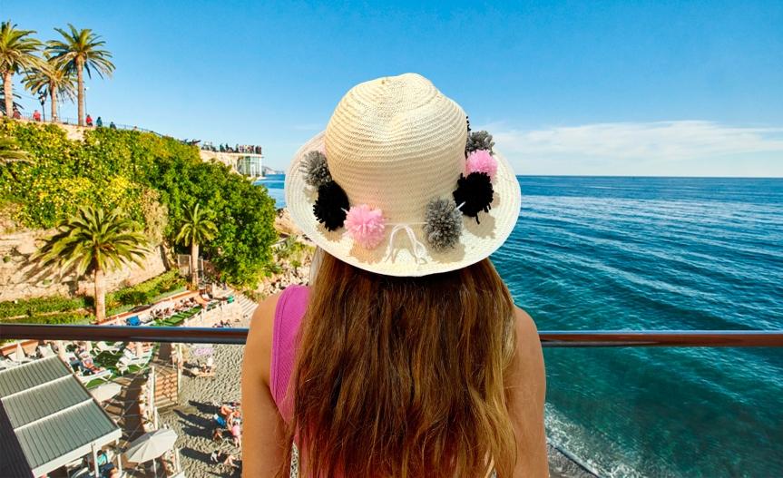 Make a pom pom beach hat / Haz un sombrero de playa conpompones