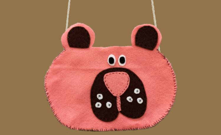 DIY SEWN BEAR FELT BAG